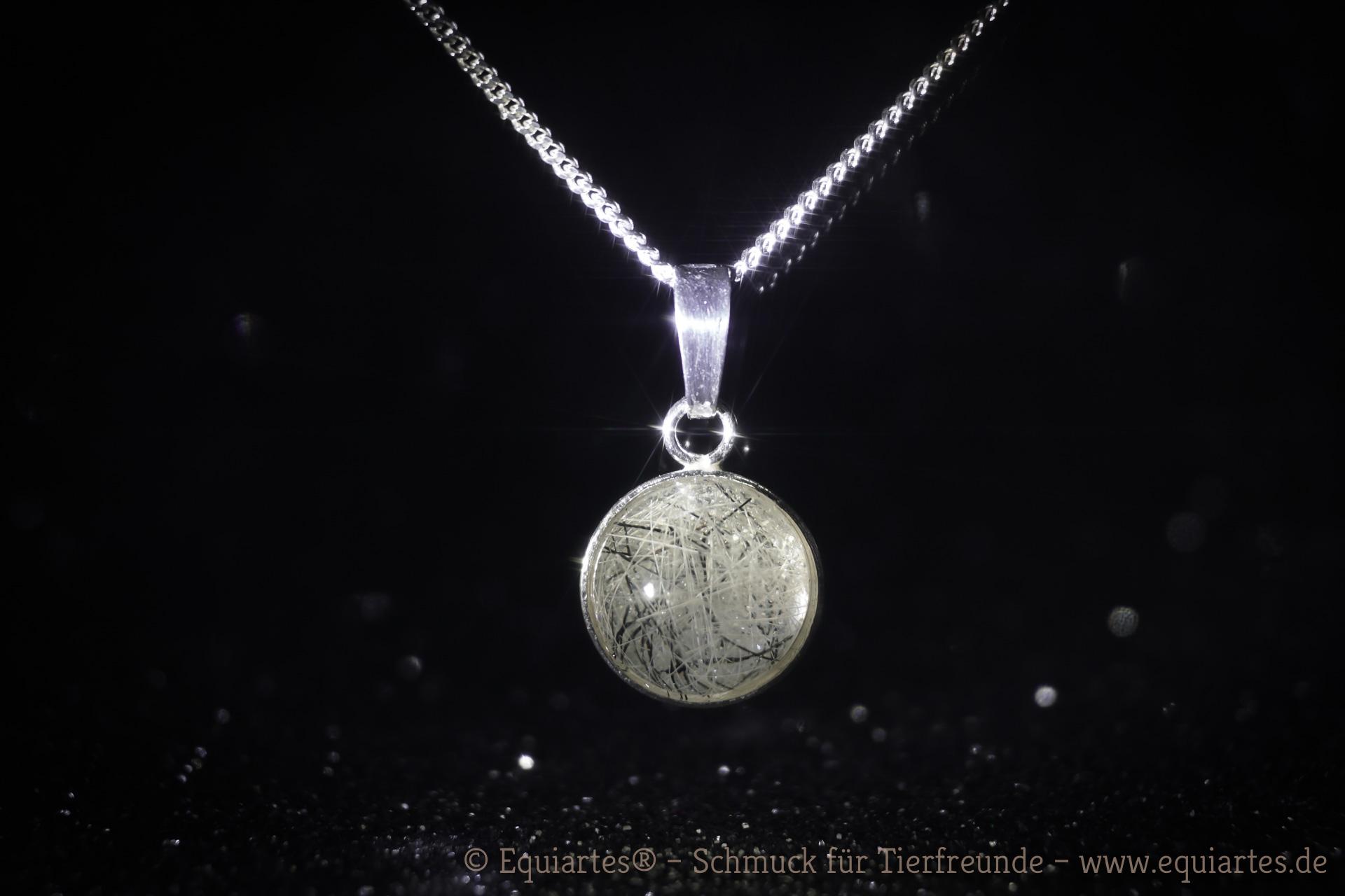Tierhaarschmuck Cabochon-Medaillon klein mit einer Haarsträhne Ihres Tieres, gefasst in 925 Sterlingsilber