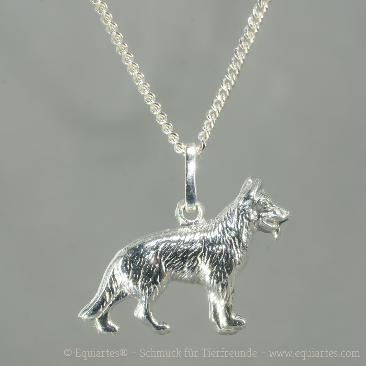 Detaillierer Sterlingsilber-Anhänger Schäferhund. Auf Wunsch mit passender Silberkette in gewünschter Länge. Eine schöne Geschenkidee für Hundebesitzer.